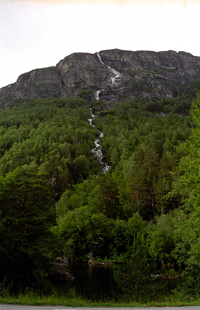 Highest waterfall Norway: Mongefossen