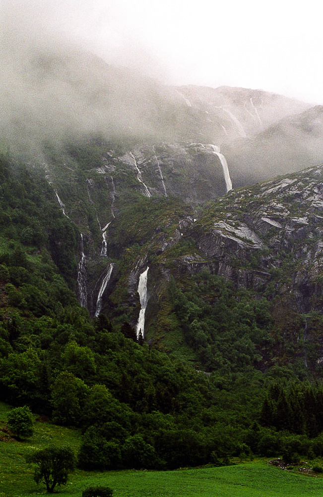 Highest waterfall Norway: Strupenfossen